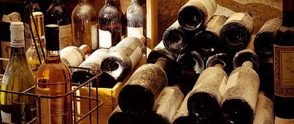 Acquistiamo compriamo o acquisto compo bottiglie di vino for Cerco cose vecchie in regalo